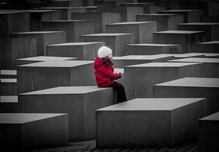 La niña del abrigo rojo *explore*