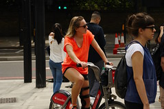 Babe on a bike (D.Ski) Tags: hydeparkcorner greenpark wellingtonarch ww2 memorial warmemorial london uk england