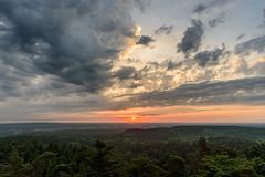 Sonnenaufgang über dem Land (webpinsel) Tags: ausblick dachsberg feuerwachturm frühling halternamsee landschaft morgendämmerung morgenstimmung münsterland natur sonnenaufgang wolken morgens