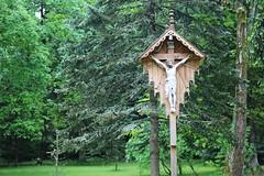 Księżówka, krzyż przed głównym wejściem