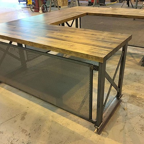 Finding Rustic Office Furniture