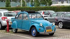 Citroën 2CV 1985 (XBXG) Tags: lz43df citroën 2cv 1985 citroën2cv 2pk deuche deudeuche eend geit 2cv6 bleu blue zwolle nederland holland netherlands paysbas vintage old classic french car auto automobile voiture ancienne française vehicle outdoor