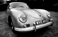 Porsche 911 (Dave.Miles) Tags: porsche911 vw ludstonehall ludstone olympus olympusom1n 35mm 35mmfilm ilford ilfordfp4plus film filmisnotdead redfilter analogue 24mm 24mmlens