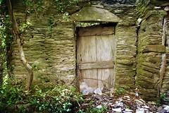 ... (Augusta Onida) Tags: soglio liguria italia italy valfontanabuona porta door vecchio old muro wall casadipietra stonetown houseofstone