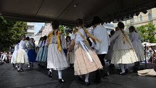 Hungarian folk dance by kids
