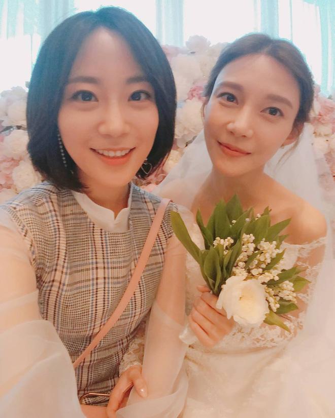 Jang Geun Suk, Hoa hậu Park Si Yeon cùng loạt sao Hàn khoe ảnh trong đám cưới mỹ nhân phim Mười - Ảnh 9.