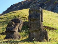 Moais (ruben25x12) Tags: isladepascua easterisland easter polinesia polynesia moai islapajaro orongo ranoraruka marae cultura akivi hangaroa chile anakena