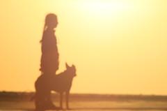 Bruma y yo- Bruma et moi (Marina-Inamar) Tags: perros personas puntarasa atardecer siluetas argentina buenosaires mascota perra compañera amiga amistad fiel incondicional playa silueta contraluz bruma mujer persona sujeto humano femenino challengegamewinner challengegroupgame