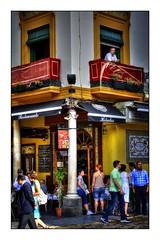 Viendo la vida pasar (mgarciac1965) Tags: gente calle celebración fiesta tradiciones sevilla seville andalucía andalucia andalusia españa spain nikon nikond5200 corpus columna luz palma color