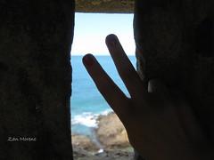 Te amar sem limites... (Zan Moreno) Tags: mão mar céu salvadorba