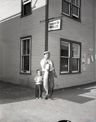 La belle prise de monsieur Thiffault (Bibliothèque et Archives nationales du Québec) Tags: pêche brochet thiffault banq