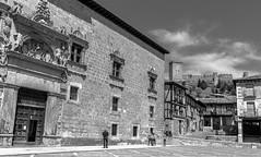 palacio Avellaneda y castillo, Peñaranda de duero (phooneenix) Tags: palacio conde avellaneda miranda peñaranda duero burgos blackandwhite blancoynegro