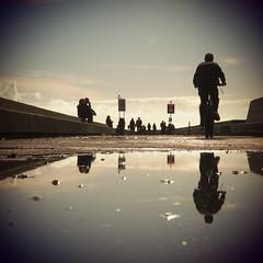Reflexos / Reflections (Francisco (PortoPortugal)) Tags: 1222017 20160319fpbo2787 pessoas people quadrada square reflexos reflections fozdodouro porto portugal portografiaassociaçãofotográficadoporto franciscooliveira