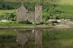 Lochranza Castle (alcahazada) Tags: escocia arran paisaje agua islas landsape water castillo reflejos reflection castle mar sea