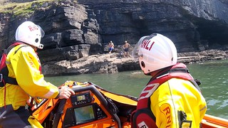 Porthcawl RNLI volunteers rescue 2 people cut off by the tide