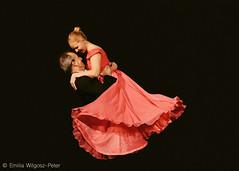Zakochani w sobie i w tańcu (emikalejdoskop) Tags: black blackboard taniec dance dancer dancers dancing bellydance miłość love people photography photographer photo photos ludzie