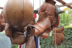 vintage in London (Chiara Steffanoni) Tags: london vintage pugile cuoio londra portobello market