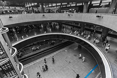 Sé Station (Ederson Gomes) Tags: wideangle grandeangular downtown estaçaodometrô sp curves commuting urbano lines city linhas canon 1022mm bigcity people estaçao canon1022mm subway urban metrópole curvas metrô centro brazil life tube brasil cidade t2i station urbanlife