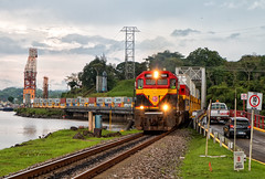 Rio Chagres Bridge, Gamboa (Wheelnrail) Tags: panama canal railway emd train sd402 pcrc trains railroad locomotive bridge intermodal gamboa
