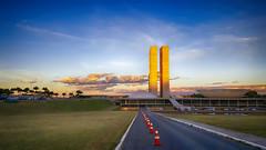 Minha Brasília Amarela (Rubens.Campos) Tags: brasilia df brasil congressonacional camaradosdeputados lavajato céu auzl pordosol amarelo dourado cone rua