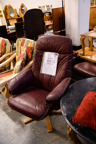 Wine leather recliner comes with footstool E70 the set
