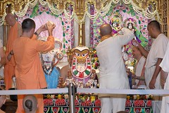 Snana Yatra 2017 - ISKCON-London Radha-Krishna Temple, Soho Street - 04/06/2017 - IMG_2424 (DavidC Photography 2) Tags: 10 soho street london w1d 3dl iskconlondon radhakrishna radha krishna temple hare harekrishna krsna mandir england uk iskcon internationalsocietyforkrishnaconsciousness international society for consciousness snana yatra abhishek bathe deity deities srisri sri lord jagannath baladeva subhadra 4 4th june summer 2017