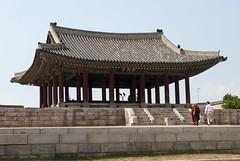 연무대, Yeonmudae, Suwon, South Korea (Tiphaine Rolland) Tags: southkorea suwon korea corée coréedusud asia asie nikon d3000 nikond3000 printemps spring 대한민국 수원시 수원 yeonmudae 연무대 hwaseong fort forteresse fortress 수원화성 화성