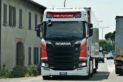 *NEW* Scania S580 V8 The Future (Samuele Trevisanello) Tags: scania s580 v8 the future rent truck official rentruck italy new s 6 2017 news newscania scanias red power amazing besttruck love it scaniar scaniapower scaniavabis scaniatrucks scaniaitalia scaniatruck italia goinstyle trucks truckspotting truckspotter fotobyst picoftheday transport green scaniav8 v8power refeer trail veicolo camion