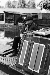 Black Country Museum (alasdair.matthews) Tags: nikon fe2 nikonfe2 film filmisnotdead 50mm f14 ilford hp5 bw blackandwhite monochrome r09 rodinal 125 bcm blackcountrymuseum museum heritage reenacactor portrait people canal boat