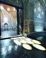 Sheyk-lotf-o-lah mosque  #Isfahan #Iran  . . . . Invitation To Iran #Iran #invitationtoiran  #peace #Iran_tourism #irantrip #tourism  #tourist #persian #invitation_to_iran  #travelling #traveler  #travel #persia #persian_people #traveliran #invitationtoir (invitationtoiran1) Tags: instagramapp square squareformat iphoneography uploaded:by=instagram clarendon