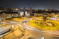 Plaza Espanya (Gruenewiese86) Tags: barcelona urlaub plaza espanya night place canon travel