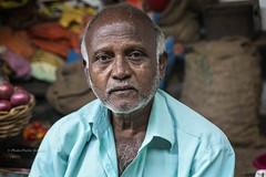 AU MARCHÉ DE BADAMI (pierre.arnoldi) Tags: inde india bad badami karnataka pierrearnoldi portraitdhomme portraitsderue photoderue photooriginale canon