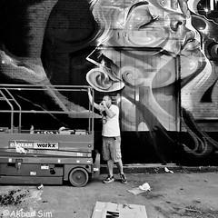 Artist takes a break (Akbar Simonse) Tags: denhaag thehague agga sgravenhage lahaye holland netherlands nederland streetphotography streetshot straatfotografie straatfoto zwartwit bw blancoynegro bn monochrome vierkant square akbarsimonse mrcenz artist graffiti