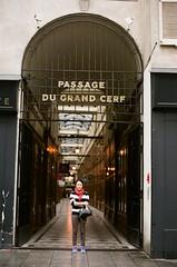 France 2017 - Pro 400H 05 ([Katsumi]) Tags: travel travelphotography paris europe france nikonfe nikkor50mmf14 fujicolorpro400h filmisnotdead woman girl
