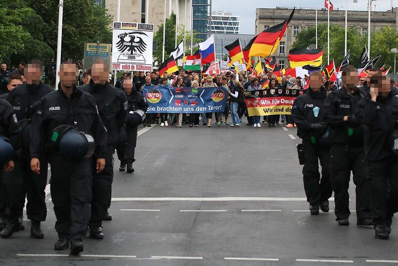 Merkel muss weg-Demo & Gegenproteste 26