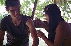 tinta Jagua, con diseños para la protección y la belleza (floripondiaa) Tags: florishootsfilm ektar100 fujicastx1 panama embera