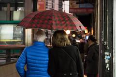365-187 (Letua) Tags: bdt2017 lvm agua city couple cuadros dos duo dupla lluvia night pair paraguas pareja umbrella urban urbana