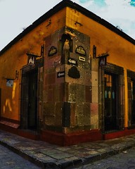 En San Miguel de Allende cada esquina te puede enamorar. 🏡   .  .  //  .  .  .  In San Miguel de Allende every corner can fall in love. 🏡    #GoPro #GoProMx #GoProMeet #GoProTravel #GoProFamilyMx #PhotoOfTheDAy #InstaGo (abrahammojica1) Tags: outdoors goprofamilymx lovetogopro me peace guanajuato gopromx follometo fotodeldía méxico travel girl goprohero gopromoff gopole sanmigueldeallende méxicodesconocido landscape goprotravel inspiredbyyou gopromeet beahero gopro ab visitmexico picoftheday instagood photooftheday