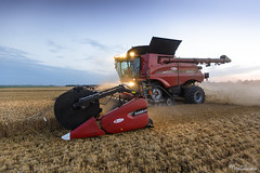 THE MONSTER ! Case IH 9240 tracks + 35 ft drapper (Mat Bonaventure) Tags: case ih combine harvester axial flow 9240 drapper