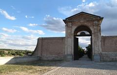La puerta (Oscar Moral) Tags: boadilla palacio cielo nubes sky clouds