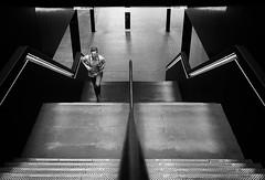 don't miss a thing (Erwin Vindl) Tags: dontmissathing streetphotography streettogs candid blackandwhite monochrome tatemodern london erwinvindl olympusomd em10markii