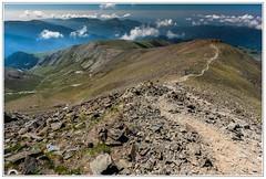 """""""Tocando la cima..."""" (Gerkraus) Tags: pirineos puigmal montaña girona cataluña spain treking senderismo gran angular canon besosyabrazos paisaje landscape"""
