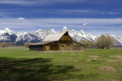 Barn II (rschnaible) Tags: grand teton national park mormon row wyoming western us usa sightseeing tour tourist barn building architecture history historic farm farming ranch landscape mountains