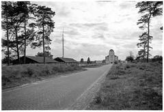 Radio Kootwijk #3 (Christoph Schrief) Tags: holland netherlands veluwe radiokootwijk artdeco telefunken juliusluthmann leicam2 zeisscbiogon2835 apx100new selfdeveloped rodinal 150 10min 20° film sw bw silverefex