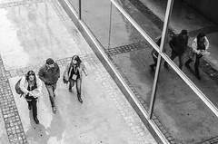 BARCELONA Street. Urban Reflections (Pedro Ruiz L) Tags: streetphotography fotocallejera plaza urbana gente manresa vic barcelona reflejos
