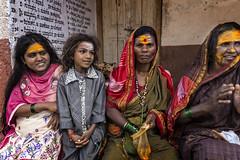 FEMMES DE MAHAAKUTA (pierre.arnoldi) Tags: inde india pierrearnoldi mahaakuta badami karnataka portraitdefemme portraitsderue canon tamron photoderue photooriginale photocouleur