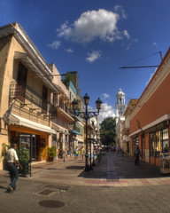 Calle El Conde (drlopezfranco) Tags: republicadominicana santodomingo el conde calle street hdr hrd sunny soleado walking caminar colonial