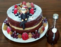 Naked cake 80 anos!  @veravilleladoces (VERA VILLELA DOCES) Tags: veravilleladoces nakedcake bolosdecorados bolo80anos chocolatecommarzipan chocolate marzipan aniversario80anos festas aniversarios doces docesdefestas