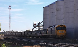 BL32 loads the first portion of wagons in the shadows of the silo complex in Quambatook