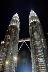 Petronas Tower, Kuala Lumpur. (Manoo Mistry) Tags: nikon tamron nikond5500bodyonly tamron18270mmzoomlens kualalumpur malaysia petronastower twintowers nightscene night buildings tallestbuilding lights architecture